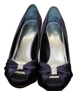 David's Bridal Lapis Pumps