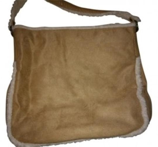 Preload https://item5.tradesy.com/images/bath-and-body-works-tote-39079-0-0.jpg?width=440&height=440
