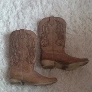 12c61511292 Coconuts Boots & Booties Up to 90% off at Tradesy