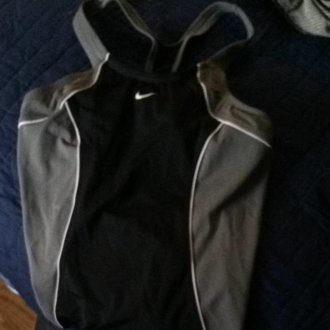 Preload https://item1.tradesy.com/images/nike-black-white-grey-activewear-top-size-8-m-29-30-3912430-0-0.jpg?width=400&height=650