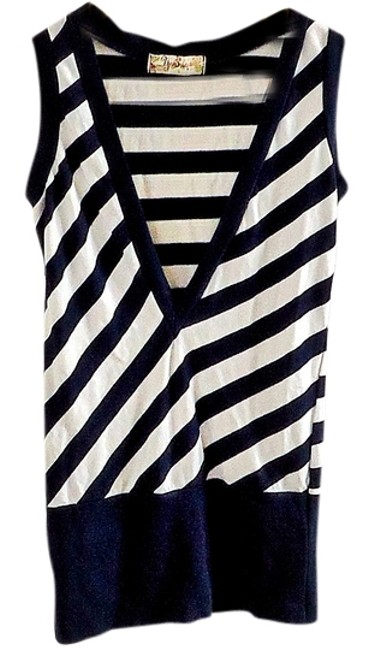 Preload https://item5.tradesy.com/images/striped-sweaterpullover-size-2-xs-3912559-0-0.jpg?width=400&height=650