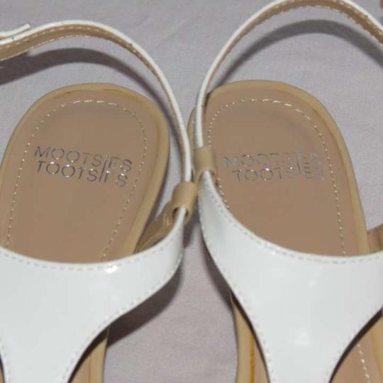 Mootsies Tootsies White/Tan Pumps