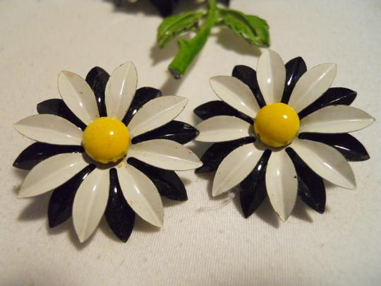 Other Vintage enamel daisey pin & earrings Image 8