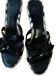 Burberry Sandals Black patent leather with Burberry plaid trim Wedges