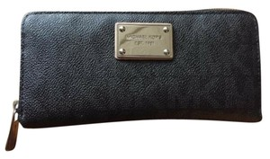 Michael Kors Perfect leather wallet.