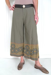 Burning Torch Cotton Embroidered Capri/Cropped Pants Olive