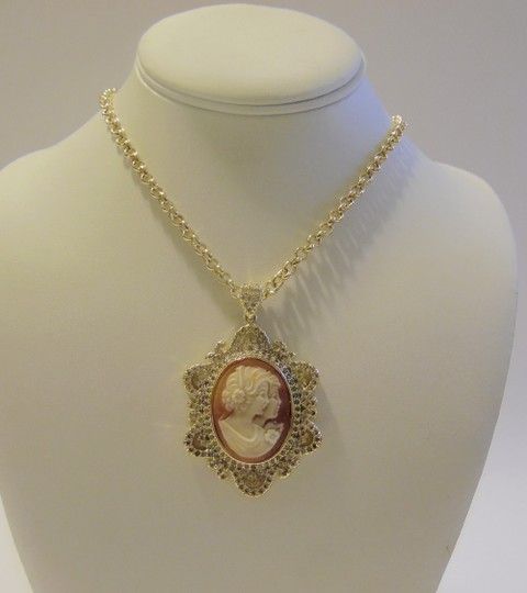 """AMEDEO AMEDEO Two Sisters """" Uncinetto"""" Cameo Frame Pendant w/chain"""