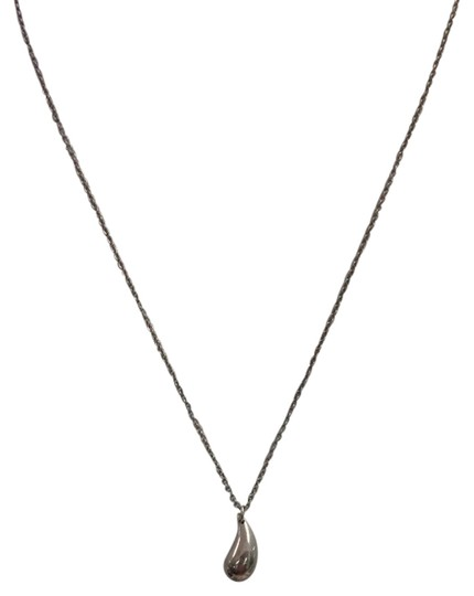 Preload https://img-static.tradesy.com/item/3925177/tiffany-and-co-tiffany-and-co-stealing-silver-teardrop-necklace-3925177-0-0-540-540.jpg