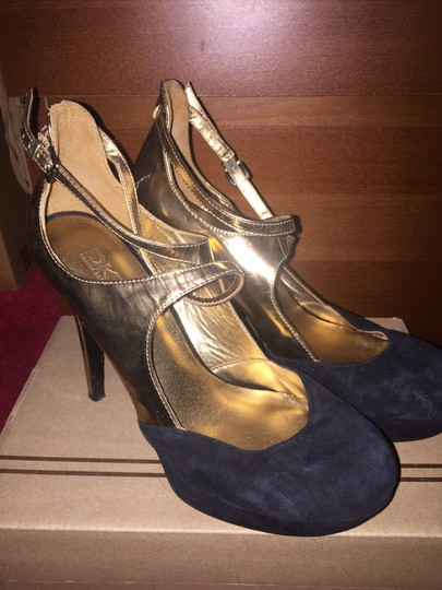 DKNY Donnakaren Strappy Anklestrap Black and metallic gold Pumps