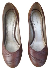 Rockport Leather Scalloped Brown Pumps
