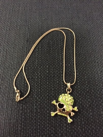 Other Silver/green skull & crossbone necklace