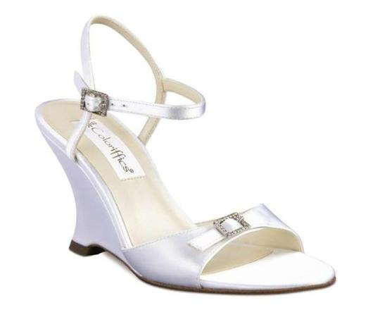 Preload https://item3.tradesy.com/images/coloriffics-white-cilena-wedges-size-us-85-395402-0-0.jpg?width=440&height=440