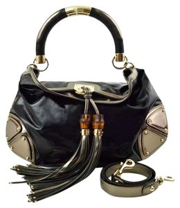 Gucci Black and Metallic Gray Exterior with Silver Toned Hardware. Black Interior Beach Bag