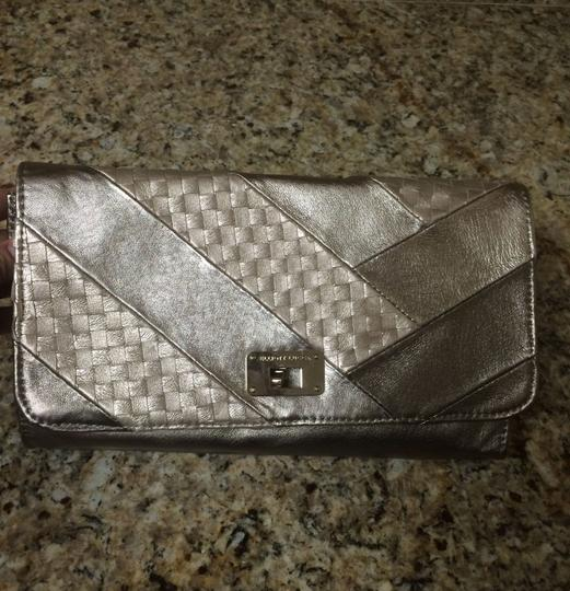 Elliott Lucca Purse Hand Shoulder Leather Metallic Silver Convertible Classic Woven Casual Chic Night Out Modern Bronze Clutch