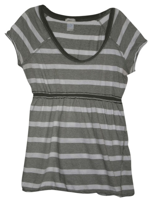 Preload https://item5.tradesy.com/images/maurices-graywhite-flattering-tunic-size-12-l-3968374-0-0.jpg?width=400&height=650