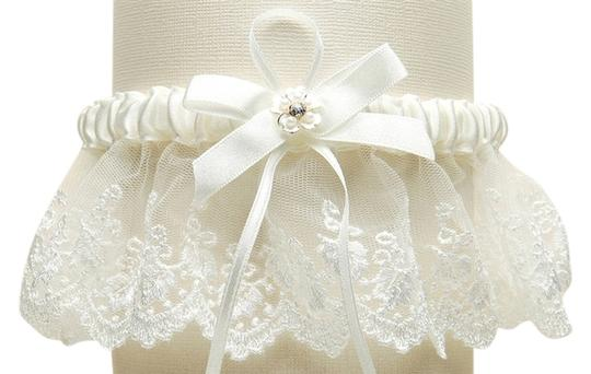 Mariell Embroidered Ivory Lace Scalloped Garter with Brushed Silver Flower 3766G-I