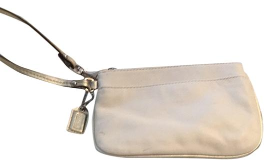 Preload https://item4.tradesy.com/images/coach-white-leather-wristlet-3976363-0-0.jpg?width=440&height=440