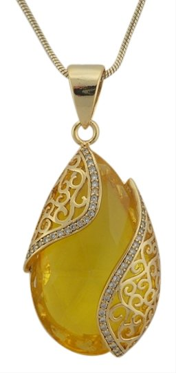 Preload https://item4.tradesy.com/images/yellow-amber-color-p7023357-necklace-3977533-0-0.jpg?width=440&height=440
