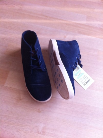 TOMS Navy Athletic