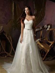 Mori Lee Ivory Lace Traditional Wedding Dress Size 10 (M)
