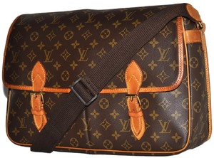 b0ec3764237e Louis Vuitton Sac Gibeciere Gm Laptop Carry On Business Monogram Pattern  Brown Leather   Coated Canvas Messenger Bag