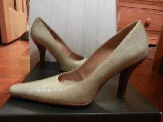 Kenneth Cole Leather Pumps