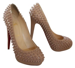 Christian Louboutin Nude Patent Patent Leather Bege Pumps