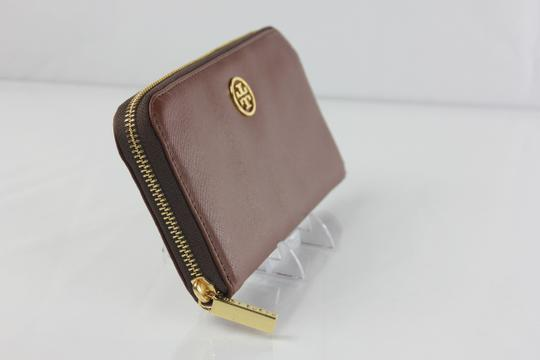 Tory Burch Tory Burch Zip Around Accordion Leather Wallet - Brown