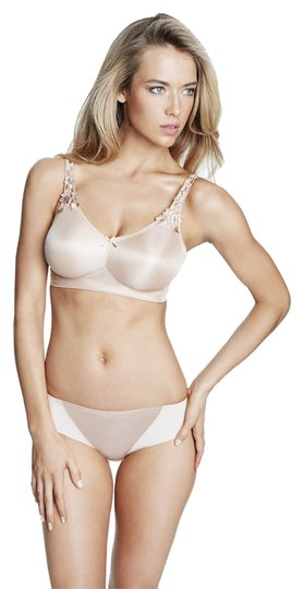 Preload https://item4.tradesy.com/images/dominique-nude-6800-everyday-wireless-minimizer-bra-size-d-3995983-0-0.jpg?width=440&height=440