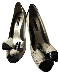 Bandolino Ivory/black Pumps