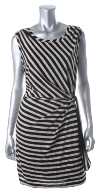 Preload https://item5.tradesy.com/images/guess-black-off-white-above-knee-short-casual-dress-size-0-xs-4002769-0-0.jpg?width=400&height=650