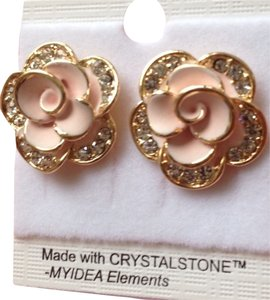 Preload https://item4.tradesy.com/images/14-gold-plated-flowers-earring-4003543-0-0.jpg?width=440&height=440