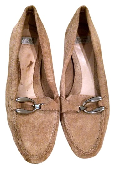 Preload https://item4.tradesy.com/images/arturo-chiang-suede-khaki-flats-4013878-0-0.jpg?width=440&height=440