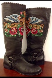 Isabella Fiore Designer Luxury Leather Equestrian Embroidered Faith Love Hope Heart Rare Sold Out Classic Chic Fun Unique Wings Black & Multi Boots