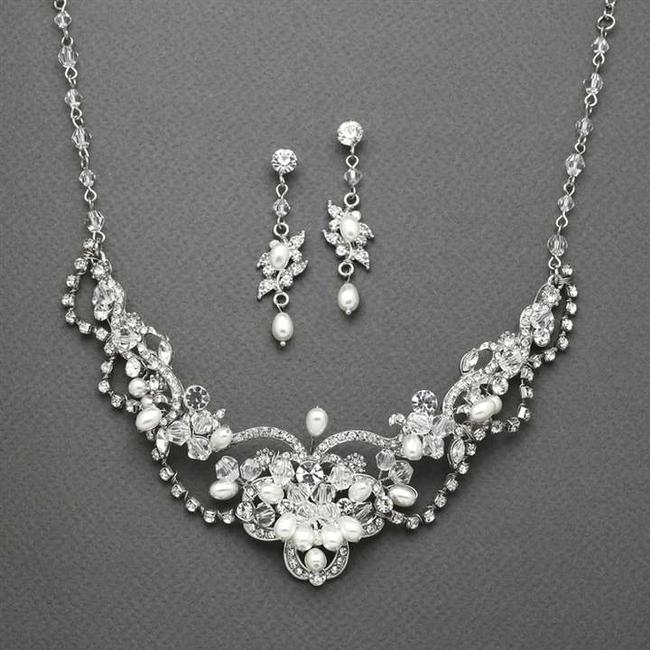 Item - Silver Freshwater Pearl and Crystal Jewelry Set