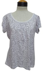 New York & Company T Shirt White with Gray Geometric Print