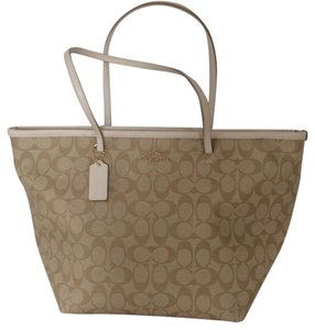 f4e545528e00 Coach Signature Totes - Up to 70% off at Tradesy
