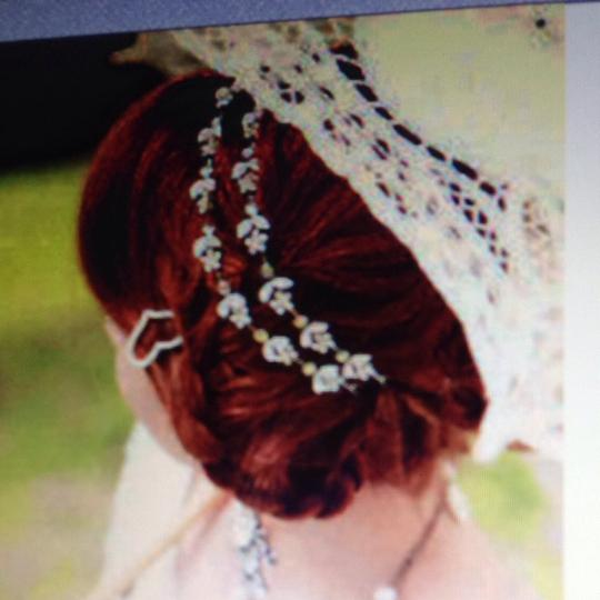 Other WHITE AND CLEAR STONES FLORAL HEADBAND TIARA