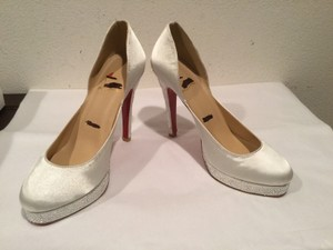White Fabric Glistening Glass Beads Pumps Size US 8.5 Regular (M, B)