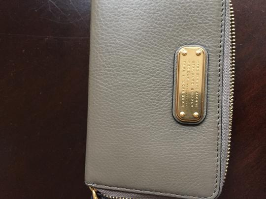 Marc Jacobs Wristlet in Taupe