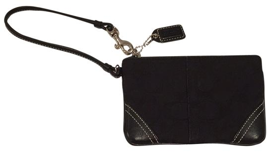 Preload https://item3.tradesy.com/images/coach-coach-signature-black-wristlet-4037797-0-0.jpg?width=440&height=440