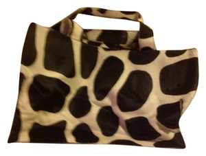 Preload https://item5.tradesy.com/images/dkny-black-and-white-giraffe-pattern-leather-calf-hair-tote-4044514-0-0.jpg?width=440&height=440