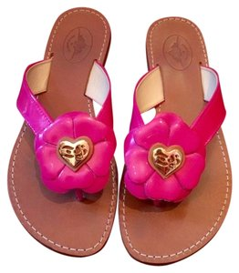 Twisted Heart Floral Flat Flat Pink Sandals