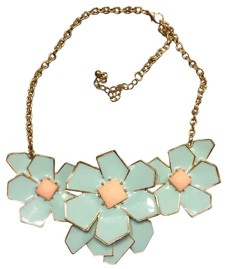 Boutiqe Mint Green And Gold 3 Flower Necklace