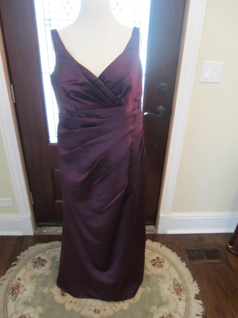 Item - Eggplant Polyester Traditional Bridesmaid/Mob Dress Size 12 (L)