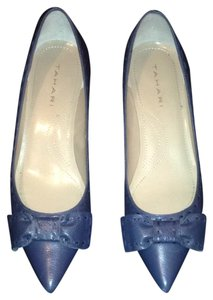 Tahari Chambray Blue Pumps