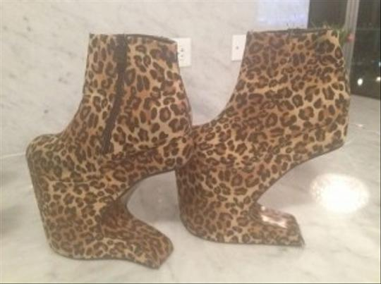 Bettie Page Cora-Leopard Boots