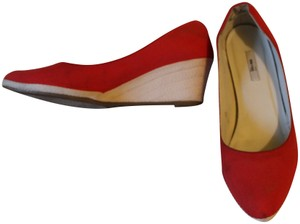 Metro 7 Canvas Red Wedges