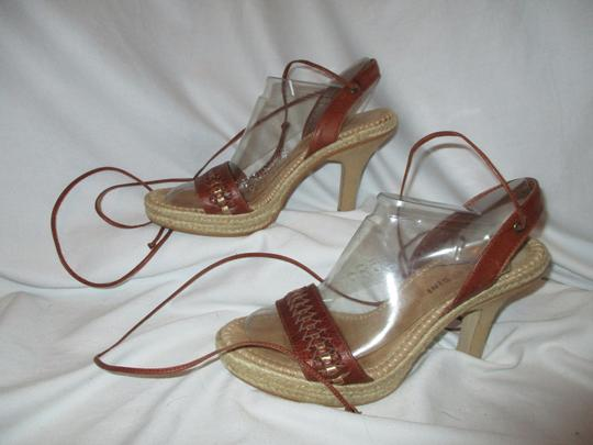 Gianni Bini Leather Zchc brown & tan Sandals