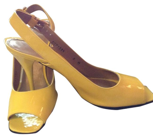 Item - Yellow Pumps Size US 8 Regular (M, B)
